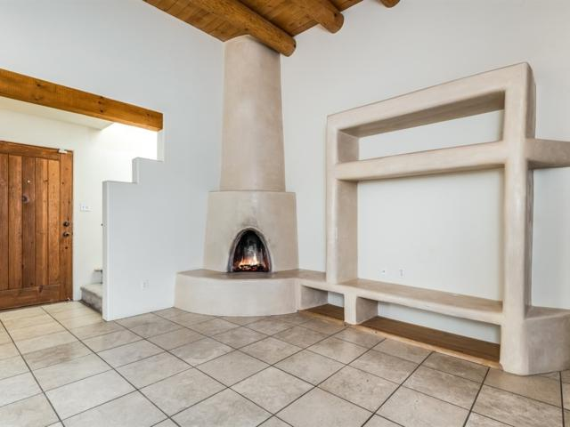 3248 La Paz, Santa Fe, NM 87505 (MLS #201900502) :: The Desmond Group