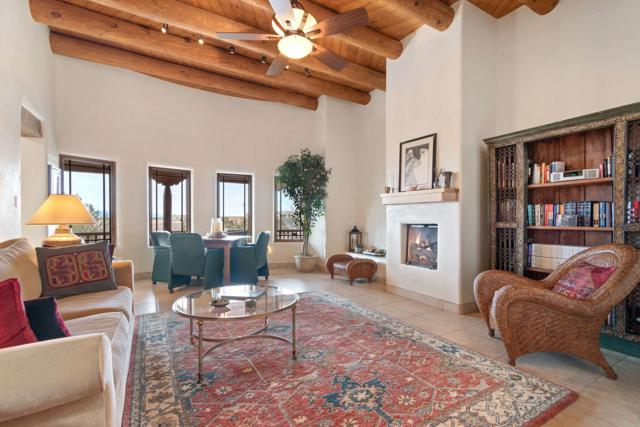 5 Calle Vista, Santa Fe, NM 87507 (MLS #201900517) :: The Desmond Group