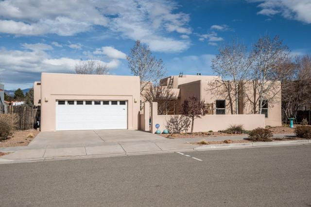 716 Calle Beatrice, Santa Fe, NM 87505 (MLS #201900858) :: The Bigelow Team / Realty One of New Mexico
