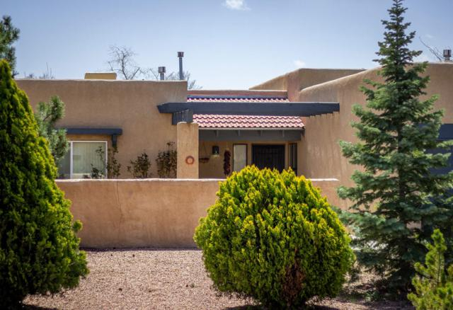 4050 Painted Pony Circle, Santa Fe, NM 87507 (MLS #201901489) :: The Desmond Group