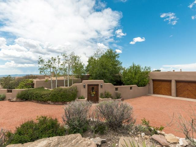 1113 Piedras Rojas, Santa Fe, NM 87501 (MLS #201902303) :: The Desmond Group