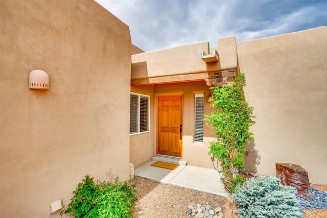 4 Calle Amistosa, Santa Fe, NM 87507 (MLS #201902349) :: The Desmond Group