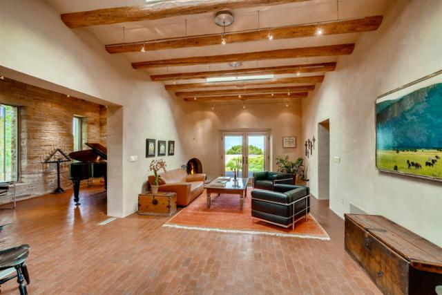 34 Goodnight Trail East, Santa Fe, NM 87506 (MLS #201902868) :: The Desmond Group
