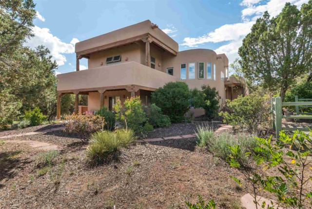 3211 Vista Serena, Santa Fe, NM 87506 (MLS #201903100) :: The Desmond Group