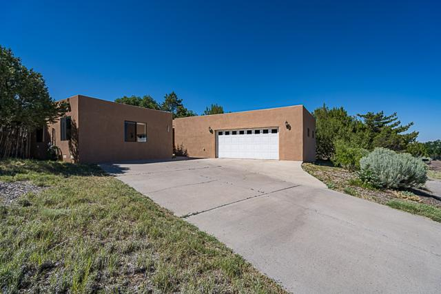 684 Callecita Jicarilla, Santa Fe, NM 87505 (MLS #201903343) :: The Very Best of Santa Fe