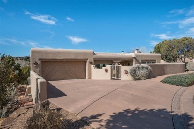 572 Los Nidos, Santa Fe, NM 87501 (MLS #201903459) :: Berkshire Hathaway HomeServices Santa Fe Real Estate