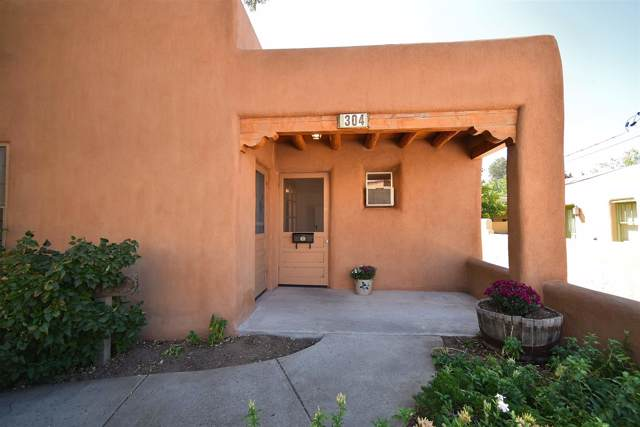 304 Catron St, Santa Fe, NM 87501 (MLS #201904227) :: Berkshire Hathaway HomeServices Santa Fe Real Estate