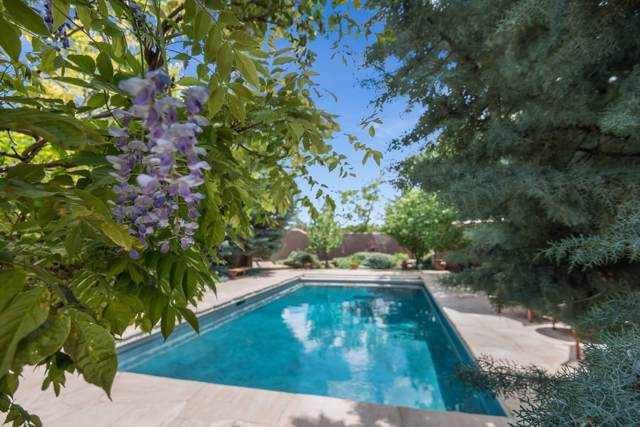 797 Camino Del Monte Sol, Santa Fe, NM 87505 (MLS #201904250) :: The Desmond Group