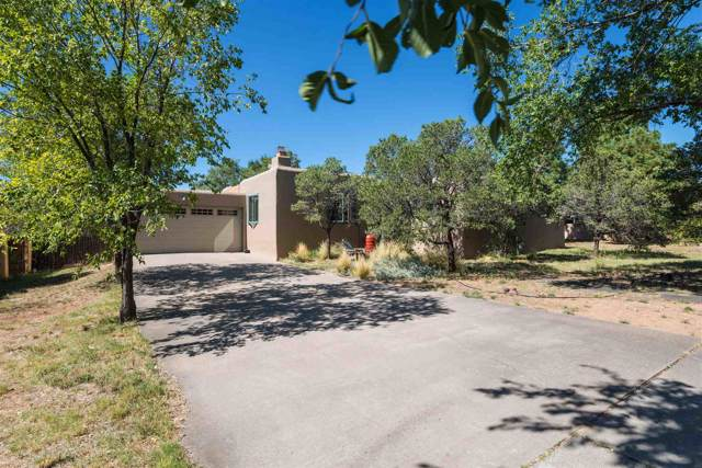 1462 Miracerros Loop North, Santa Fe, NM 87505 (MLS #201904461) :: The Desmond Group