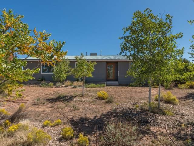 29A Camino Azul, Santa Fe, NM 87508 (MLS #201904468) :: The Desmond Group