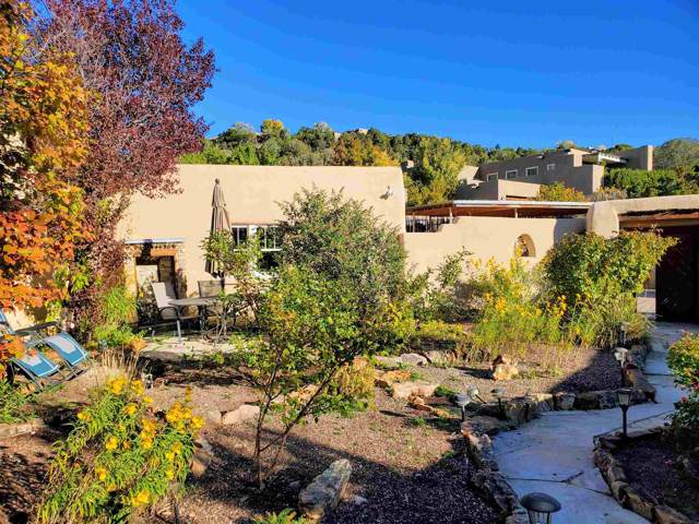 1661 A Cerro Gordo, Santa Fe, NM 87501 (MLS #201904621) :: The Desmond Group
