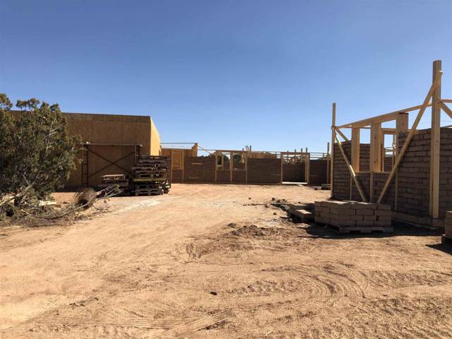65 Mejor Lado, Santa Fe, NM 87508 (MLS #201904776) :: The Desmond Group