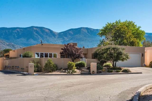 2025 Quail Run Dr, Ne, Albuquerque, NM 87122 (MLS #201905038) :: The Desmond Group