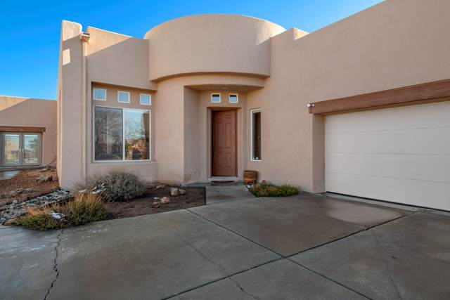 4 Silver Rock, Santa Fe, NM 87508 (MLS #201905209) :: Berkshire Hathaway HomeServices Santa Fe Real Estate