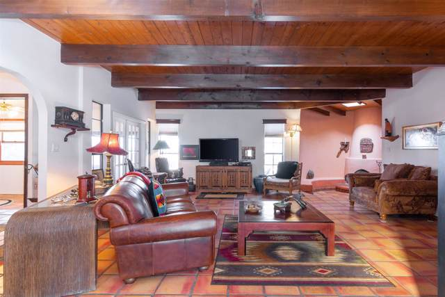 2590 Avenida De Isidro, Santa Fe, NM 87505 (MLS #202000037) :: The Desmond Hamilton Group