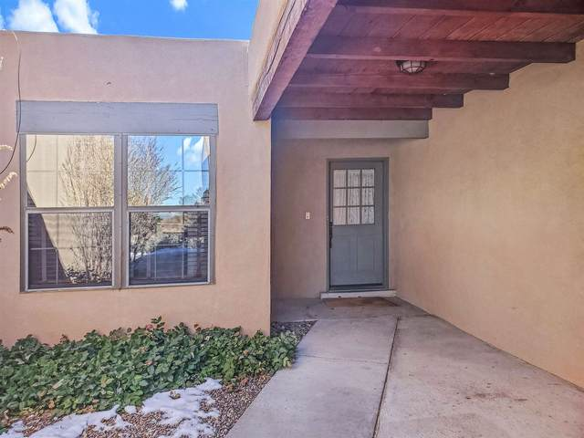 684 Callecita Jicarilla, Santa Fe, NM 87505 (MLS #202000364) :: The Desmond Hamilton Group
