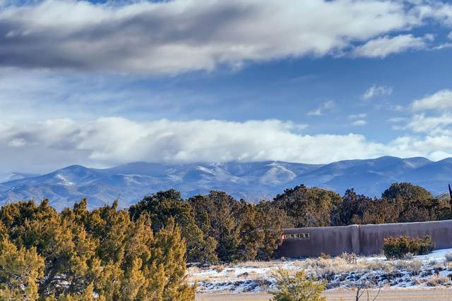 35A Camino De Los Montoyas, Santa Fe, NM 87506 (MLS #202000387) :: The Very Best of Santa Fe