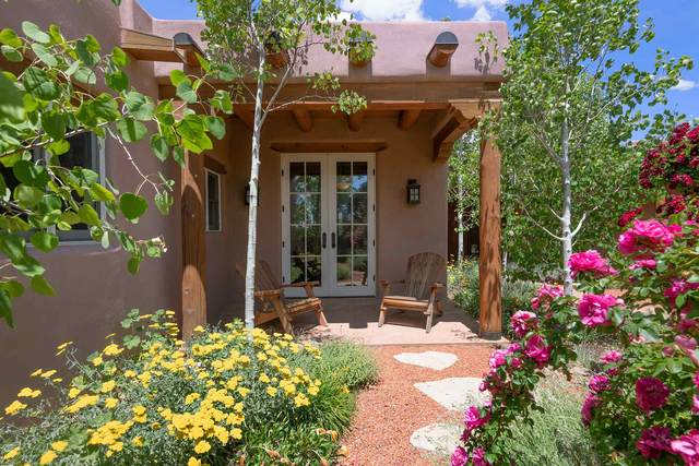 59 Sunflower, Santa Fe, NM 87506 (MLS #202000458) :: The Desmond Hamilton Group