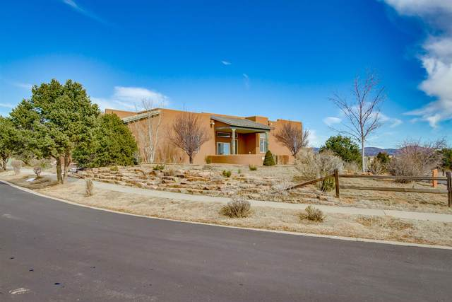 4 Softwynd Dr, Santa Fe, NM 87508 (MLS #202000486) :: Berkshire Hathaway HomeServices Santa Fe Real Estate