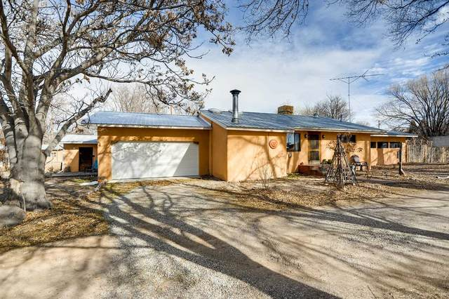 47 County Rd. 41, Alcalde, NM 87511 (MLS #202000637) :: The Desmond Hamilton Group