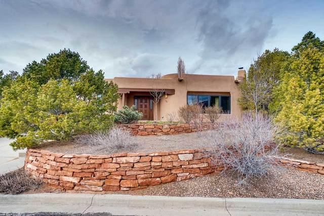 587 Vista De La Ciudad, Santa Fe, NM 87501 (MLS #202000842) :: Berkshire Hathaway HomeServices Santa Fe Real Estate