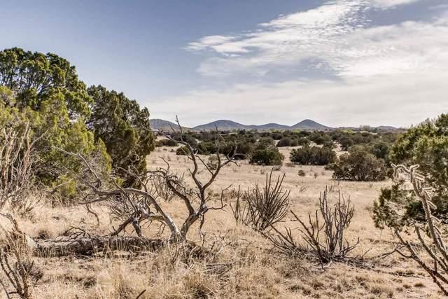 7 Herrada Pl, Santa Fe, NM 87508 (MLS #202000893) :: Berkshire Hathaway HomeServices Santa Fe Real Estate