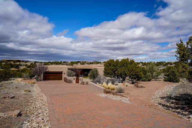 3 Agua Dulce, Santa Fe, NM 87506 (MLS #202001057) :: The Very Best of Santa Fe