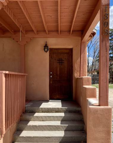 1303 Fry St, Espanola, NM 87532 (MLS #202001098) :: The Desmond Hamilton Group