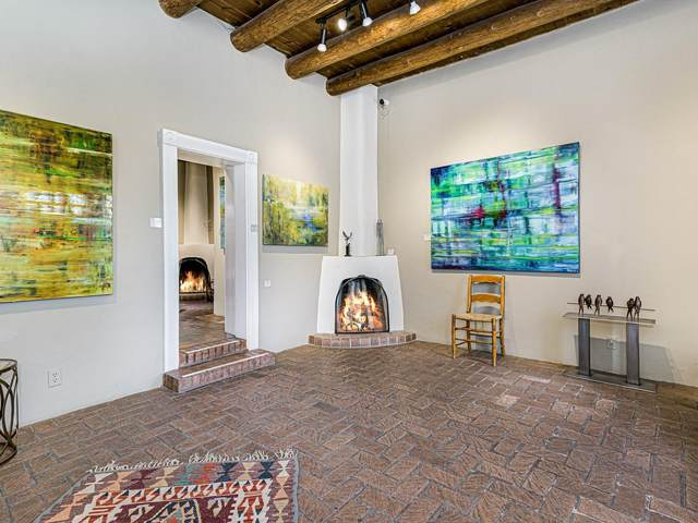 414 Canyon Road, Santa Fe, NM 87501 (MLS #202001129) :: The Desmond Hamilton Group