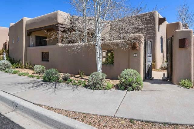 6 Calle Vecinos, Santa Fe, NM 87507 (MLS #202001210) :: The Very Best of Santa Fe