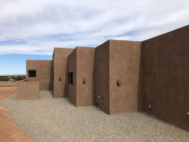 41 Spur Ranch Road, Lamy, NM 87540 (MLS #202001223) :: The Desmond Hamilton Group