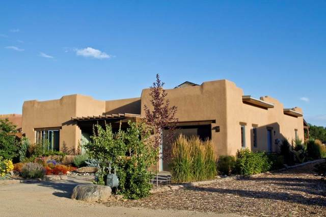 404 Valverde Commons Dr, Taos, NM 87571 (MLS #202001400) :: The Very Best of Santa Fe