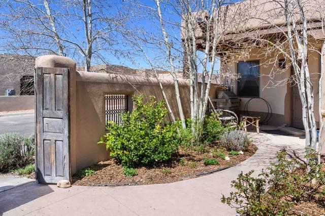 6 Calle Vecinos, Santa Fe, NM 87507 (MLS #202001617) :: The Desmond Hamilton Group
