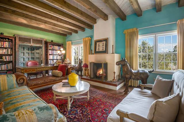 1084 Mansion Ridge Rd., Santa Fe, NM 87501 (MLS #202001654) :: Berkshire Hathaway HomeServices Santa Fe Real Estate