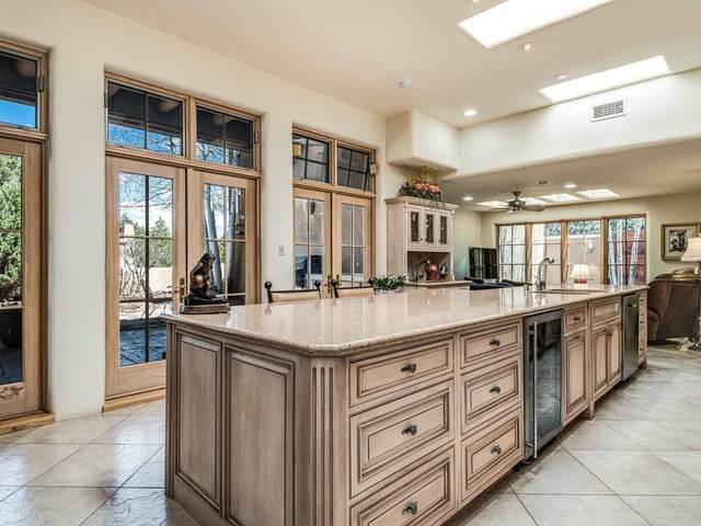 907 Old Santa Fe Trail, Santa Fe, NM 87505 (MLS #202001656) :: The Very Best of Santa Fe