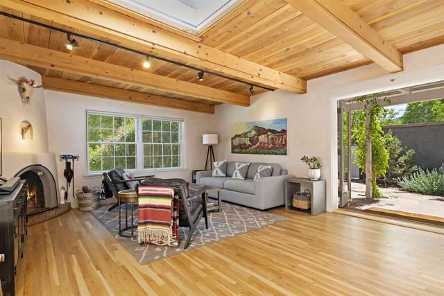 113 Camino Escondido #4, Santa Fe, NM 87501 (MLS #202001702) :: The Very Best of Santa Fe