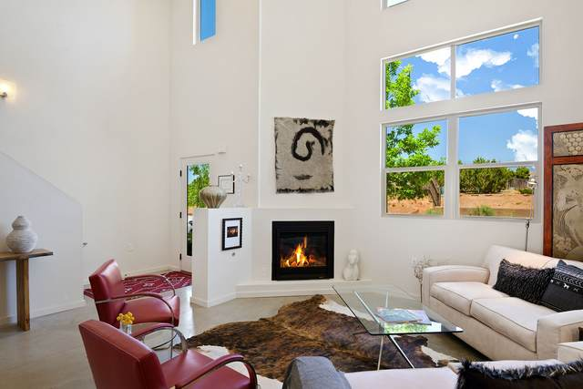 6 Calle Lemita, Santa Fe, NM 87507 (MLS #202002092) :: The Desmond Hamilton Group