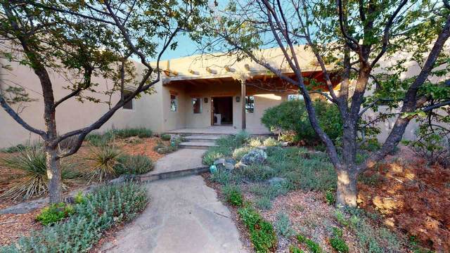 37 Sage Cir, Santa Fe, NM 87506 (MLS #202002105) :: The Desmond Hamilton Group