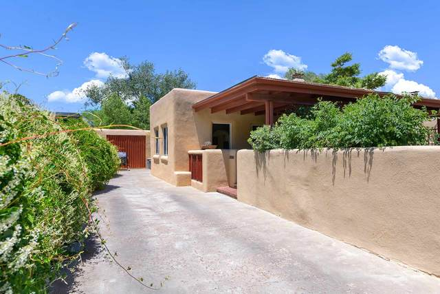836 Don Cubero, Santa Fe, NM 87505 (MLS #202002146) :: The Desmond Hamilton Group