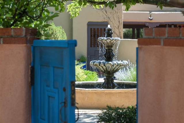 653 Canyon Road #8, Santa Fe, NM 87501 (MLS #202002211) :: The Desmond Hamilton Group