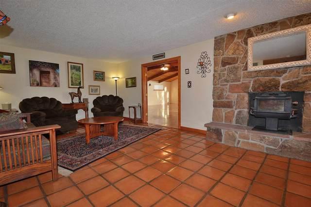 5526 Agua Fria, Santa Fe, NM 87507 (MLS #202002313) :: The Desmond Hamilton Group
