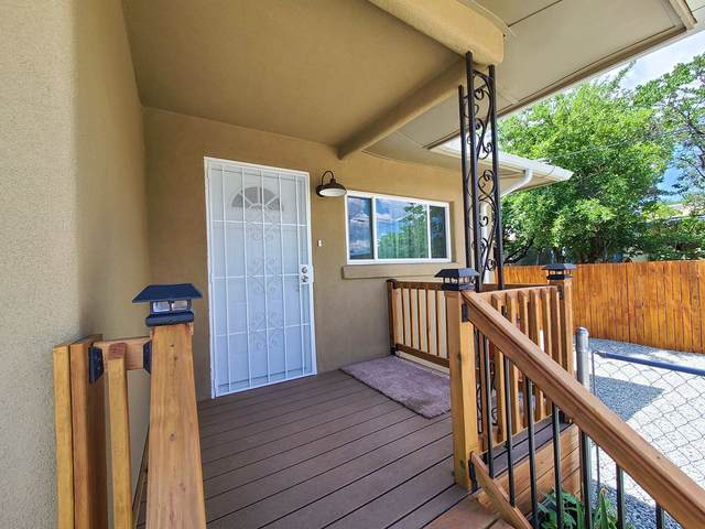 518 Velarde, Santa Fe, NM 87505 (MLS #202002350) :: The Desmond Hamilton Group