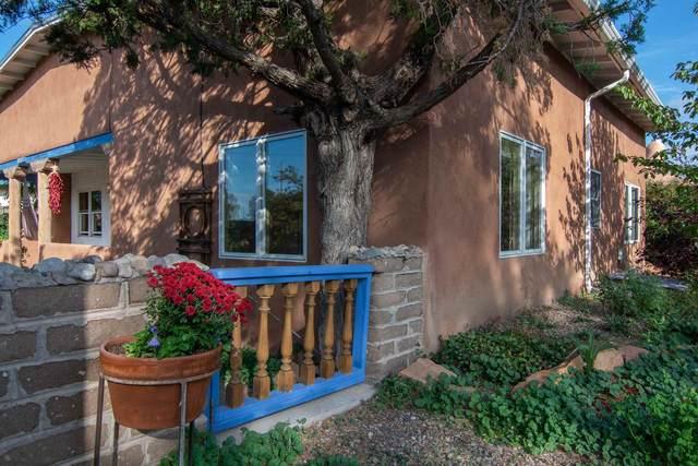 1413 Camino Sierra Vista, Santa Fe, NM 87505 (MLS #202002355) :: The Desmond Hamilton Group