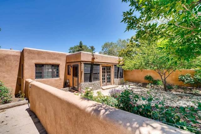 635 Calle Grillo, Santa Fe, NM 87505 (MLS #202002408) :: Berkshire Hathaway HomeServices Santa Fe Real Estate