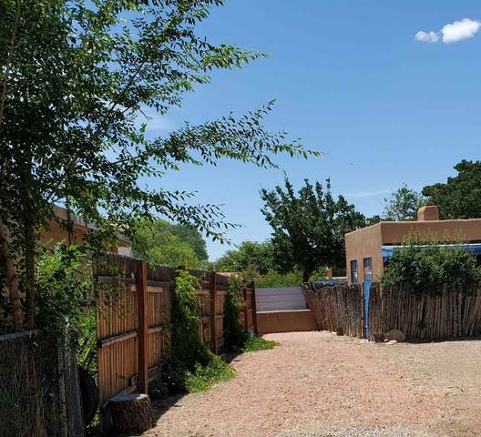 616 1/2 Camino Santa Ana, Santa Fe, NM 87505 (MLS #202002450) :: The Desmond Hamilton Group