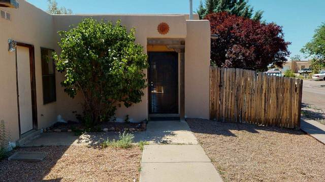4420 Rosalinda, Santa Fe, NM 87507 (MLS #202002451) :: The Desmond Hamilton Group