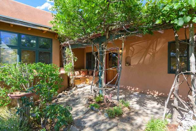 1710 W Alameda #9, Santa Fe, NM 87505 (MLS #202002512) :: The Desmond Hamilton Group