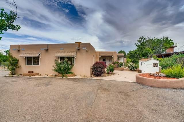1941 Arroyo De Las Cruces, Santa Fe, NM 87505 (MLS #202002545) :: The Desmond Hamilton Group