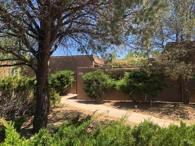 2020 Valle Vista, Santa Fe, NM 87505 (MLS #202002558) :: The Very Best of Santa Fe
