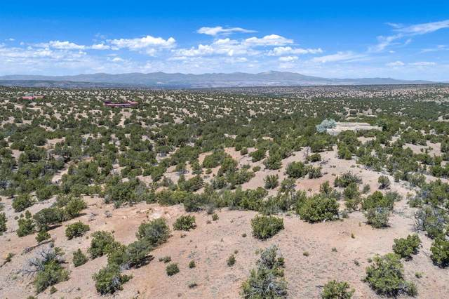 30 Vuelta Maria, Santa Fe, NM 87506 (MLS #202002781) :: Berkshire Hathaway HomeServices Santa Fe Real Estate